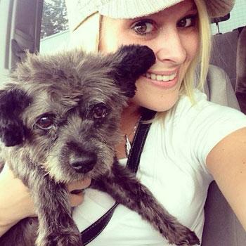 Vrouw adopteert terminale hond en maakt een bucketlist